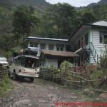 003 Anreise nach Koto Jeep durch Dorf