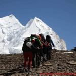 105 climbing to camp one mit mannli